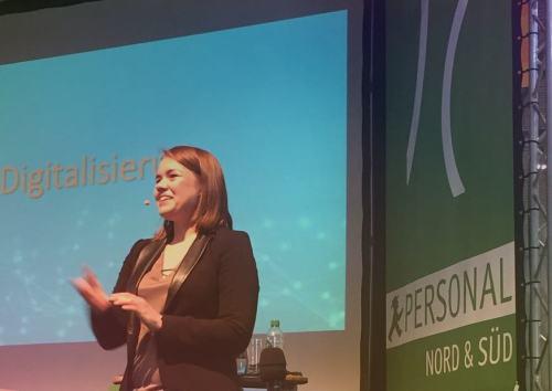 Drei Fragen an Carolin Desirée Töpfer Expertin für Digitale Transformation, Metadaten, Datenschutz & IT-Sicherheit
